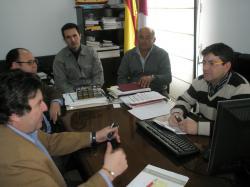 El portavoz de la Diputación, Antonio Serrano, en una visita al Ayuntamiento de San Pedro.