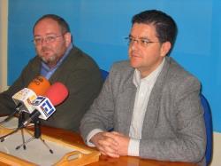 Dimas Cuevas y Juan Antonio Moreno Moya, en la sede del PP de Hellín.