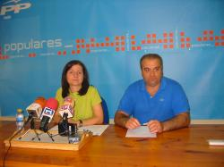 Los concejales Rosa Pilar Sáez y Antonio Callejas.