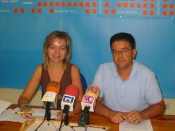 Inmaculada López y Juan A. Moreno, en la sede de Hellín.