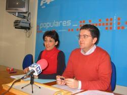 Sonia Martínez y Juan Antonio Moreno, en la sede de Hellín.