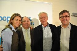 Los homenajeados, junto a María Dolores Cospedal y Marcial Marín.
