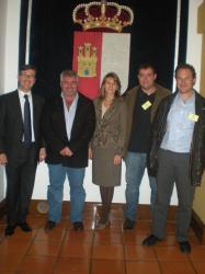 Cospedal y Marcial Marín, con el alcalde y concejales de Fuenteálamo.