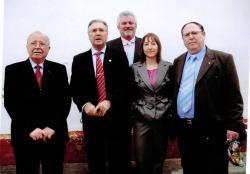 Alcaldes de la comarca, junto a la pedánea, Anabel Ibáñez.
