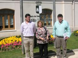 Ángel Alfaro, Amparo Núñez y Antonio Serrano, en la Delegación de la Junta.