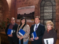 José Luis Teruel, junto a la alcaldesa de Alcaraz, Lourdes Cano, y cargos públicos del PP.