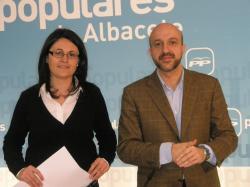Amalia Gutiérrez y Juan Marcos Molina, en la sede provincial del PP.