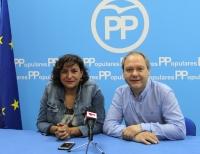 Cesárea Arnedo, junto a José Antonio Gil, de la Ejecutiva del PP de Almansa.