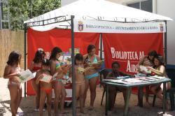 Biblioteca en la piscina municipal.