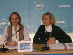 Carmen Casero y Carmen Bayod, en la sede del PP.