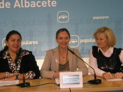 Cesárea Arnedo, Carmen Casero y Carmen Bayod.
