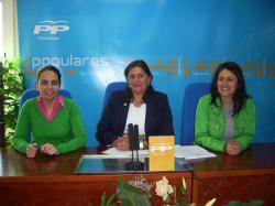 Belén Torres, Cesárea Arnedo y Amalia Gutiérrez, en la sede de Villarrobledo.