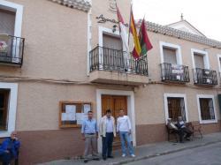 Francisco González, Antonio Serrano y Juan Carlos Martínez, en el Ayuntamiento de Liétor.