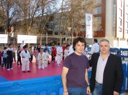 El concejal de deportes, Eduardo Sánchez, junto al presidente de la Real Federación Española de Kárate y D.A, Antonio Moreno