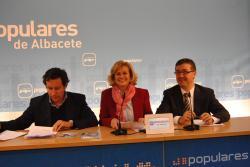 Carlos Floriano, Carmen Bayod y Marcial Marín, en la sede provincial.