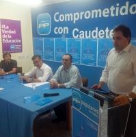 Reunión con concejales y simpatizantes del PP en Caudete.