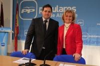 Francisco Núñez y Carmen Bayod en rueda de prensa.