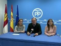 Carmen Navarro, junto a Javier Sánchez y Tania Andicoberry.