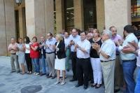 Minuto de silencio en la puerta del Ayuntamiento de Albacete.
