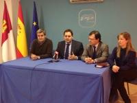 Rueda de prensa en la sede del PP de Almansa.