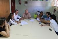 Reunión con la Asociación de Familiares de Enfermos de Alzheimer de La Roda.