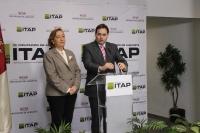Francisco Núñez y la consejera de Agricultura, Marisa Soriano, durante un acto en la inauguración de la nueva sede del ITAP, en el Poligono de Campollano.