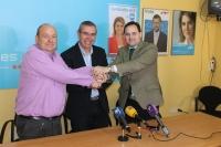 Francisco Blasco, Vicente Aroca y Francisco Núnez, en la sede del PP de La Roda.