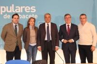 El secretario de Estado de Telecomunicaciones, Víctor Calvo-Sotelo, junto a Paco Núñez, Marcial Marín, Carmen Navarro y Vicente Aroca, en la sede provincial del PP.