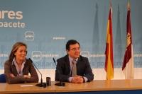 Carmen Navarro y Francisco Molinero, en la sede provincial.