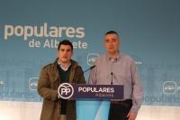 Juan Carlos González y Kiko Jiménez, en la sede del PP de Albacete.