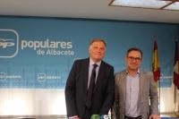 Francisco Cañizares y Antonio Martínez, en la sede provincial del PP de Albacete.