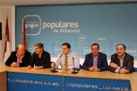 Núñez, junto con los candidatos del PP en La Roda, Almansa, Hellín y Villarrobledo.