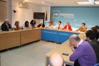 Reunión de trabajo con Carmen Bayod y concejales del Ayuntamiento de la capital.