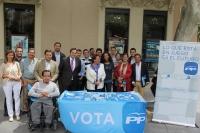 Mesa informativa del PP de Albacete.