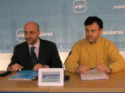 Juan Marcos Molina y Joaquín Altuzarra, en la sede provincial.