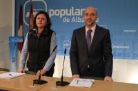 Juan Marcos Molina y Amalia Guitérrez en rueda de prensa.