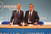 Juan Marcos Molina y Francisco Vizcaíno en rueda de prensa.