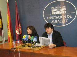 La alcaldesa de Letur, María del Carmen Álvarez, y Antonio Serrano.