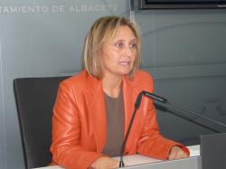 La mujer vuelve a ser la gran olvidada y en este caso por otra mujer: la Alcaldesa de Albacete, Sra. Oliver.