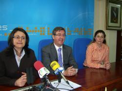 Amalia Gutiérrez, Marcial Marín y Carmen Collado, en Villarrobledo.