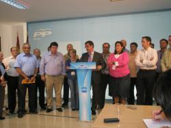 Marcial Marín y alcaldes del PP, en la sede provincial.