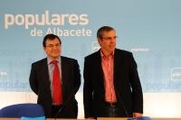 Francisco Molinero y Vicente Aroca, en la sede del PP de Albacete.