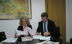 Encarnación Naharro y José Agustín Clemente, en la sede del PP.