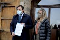 Paco Núñez, presidente del Partido Popular de Castilla-La Mancha junto a Lola Merino, portavoz del PP en las Cortes regionales