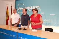 Cesárea Arnedo, Juan José Honrubia y Juan Gómez en rueda de prensa.