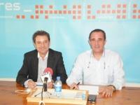 Antonio Martínez y Manuel Míngues en la sede de Hellín.