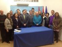 Dimas Cuevas y la junta local del PP de Almansa.