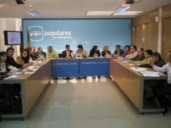 Jornada de trabajo para los parlamentarios del PP, reunidos en la sede provincial.