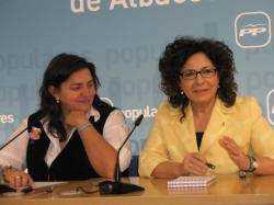 Cesárea Arnedo y Carmen Riolobos, en la sede provincial.