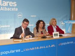 Marcial Marín, Carmen Riolobos y Carmen Bayod.